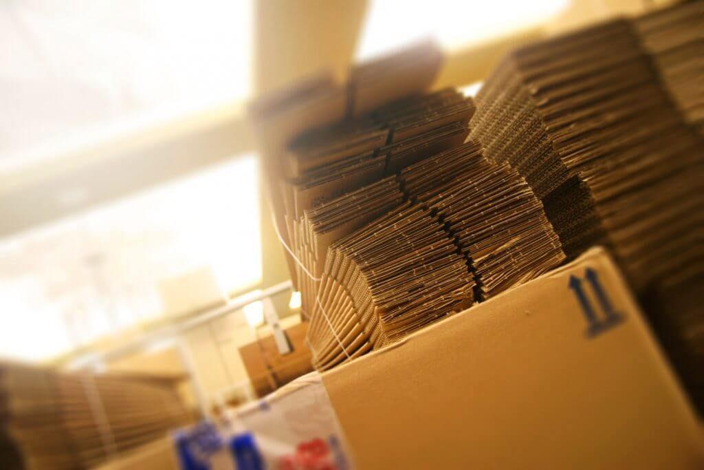Mise en carton pour l'expédition des imprimés
