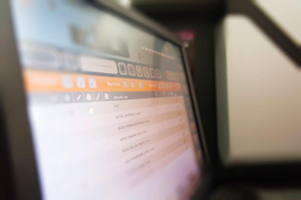 Imprimeur numérique Anquetil : zoom sur l'écran de la presse